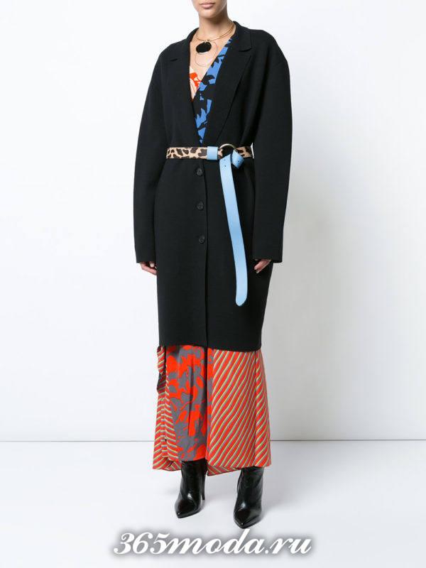модный образ осень-зима с черным пальто с поясом