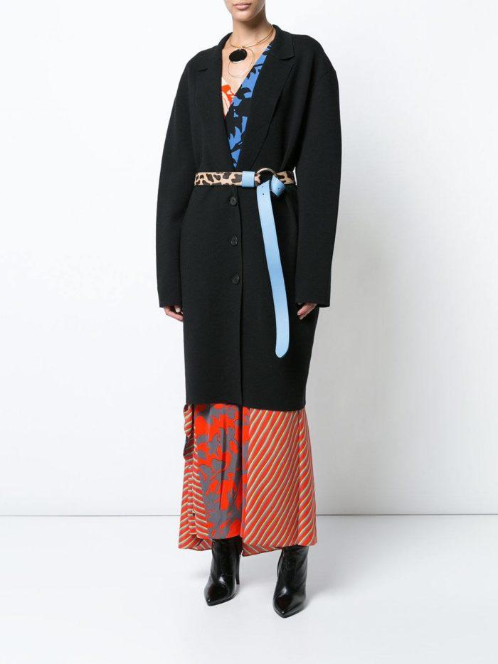 Модные женские образы осень-зима 2019-2020: с черным пальто с поясом