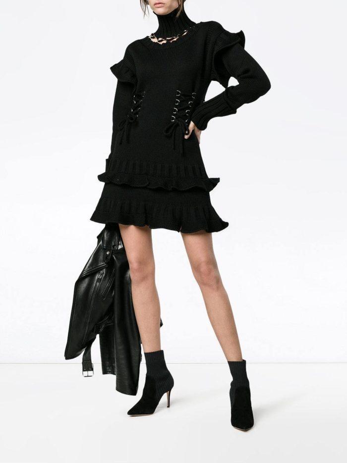 Модные женские образы осень-зима 2019-2020: в черном цвете с юбкой