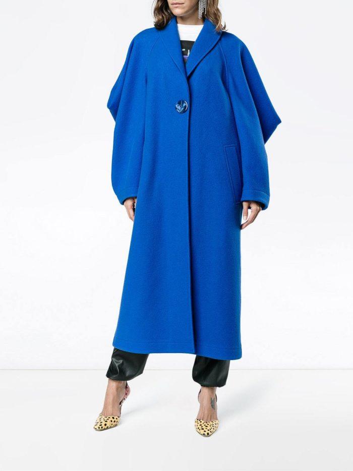 модные образы осень зима 2019-2020: синее пальто оверсайз