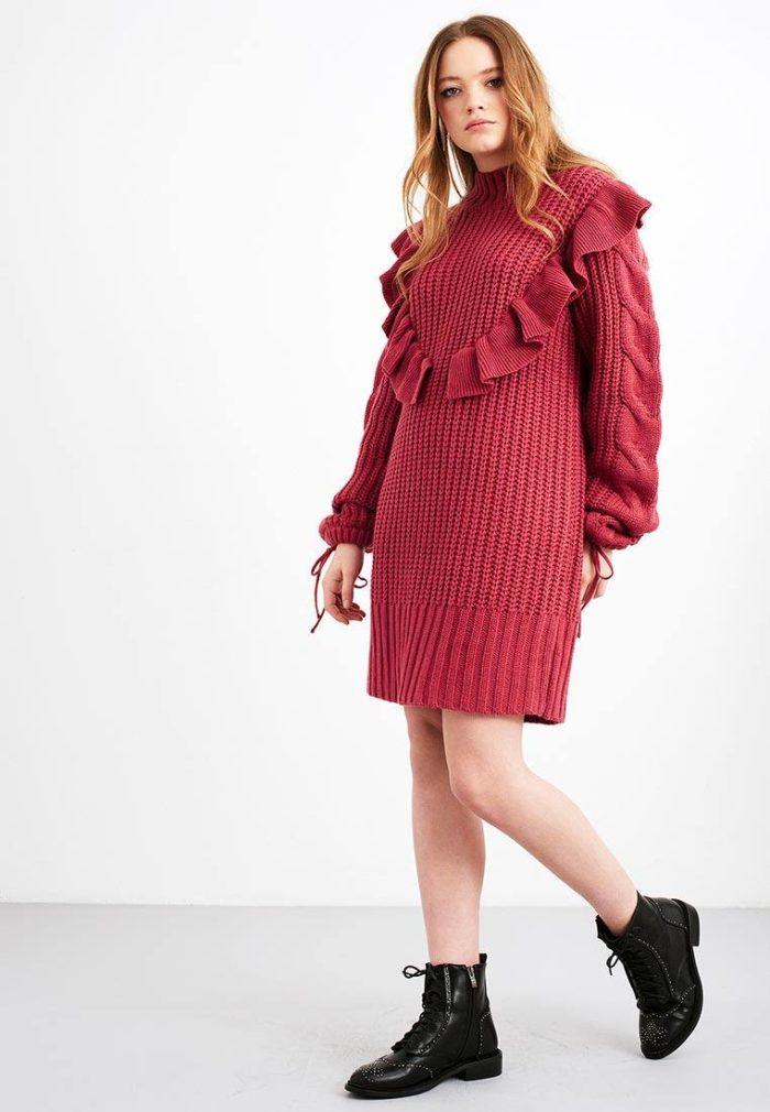 платья 2019-2020 года: вязаное осень-зима с оборками