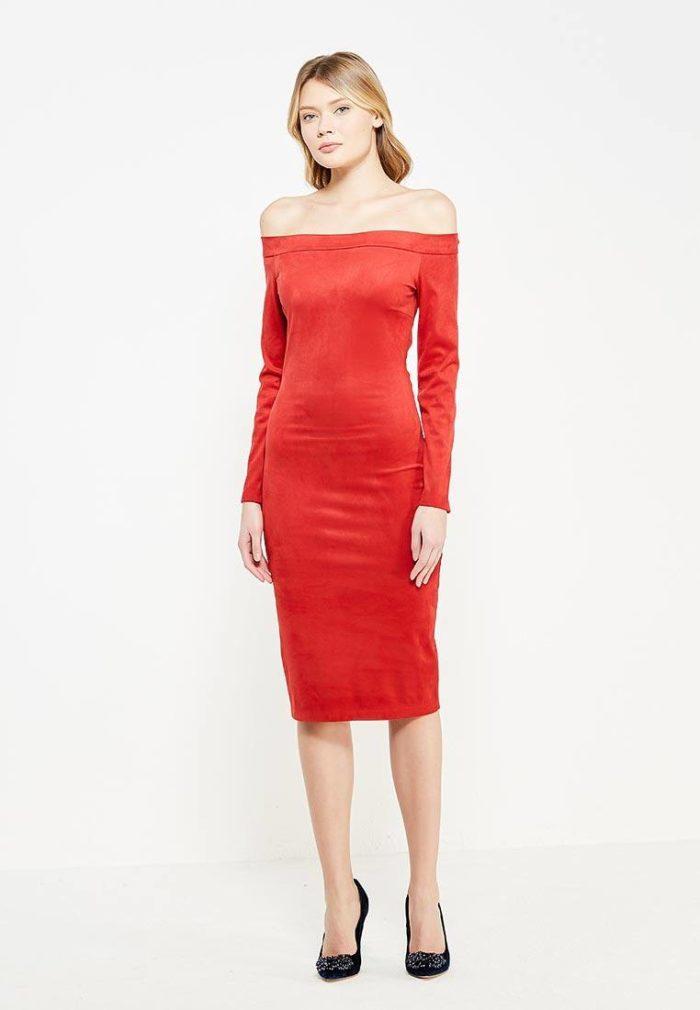 платья на каждый день: красное миди с открытыми плечами