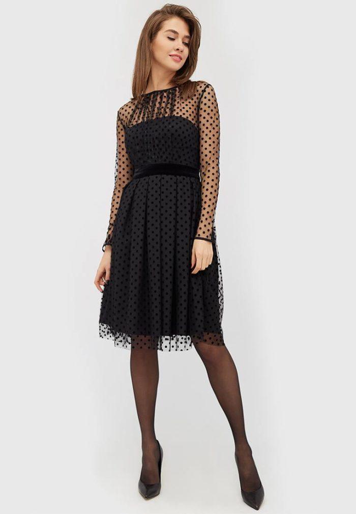платья на каждый день: черное миди в горох