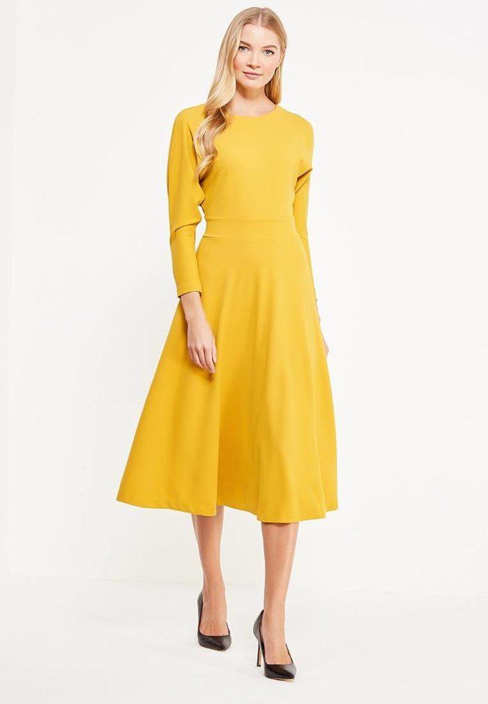 платье на каждый день: трикотажное желтое миди