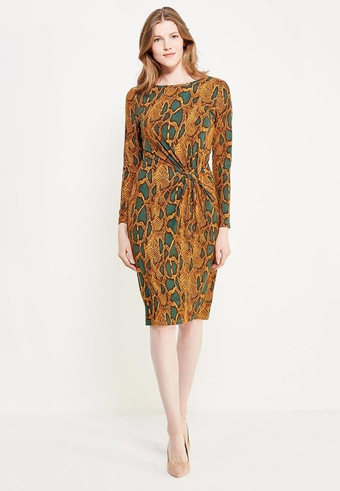 платье на каждый день: трикотажное футляр с хищным принтом