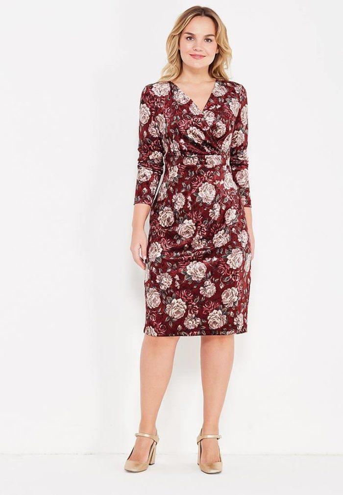 модные платья на каждый день: цветное футляр для полных с принтом
