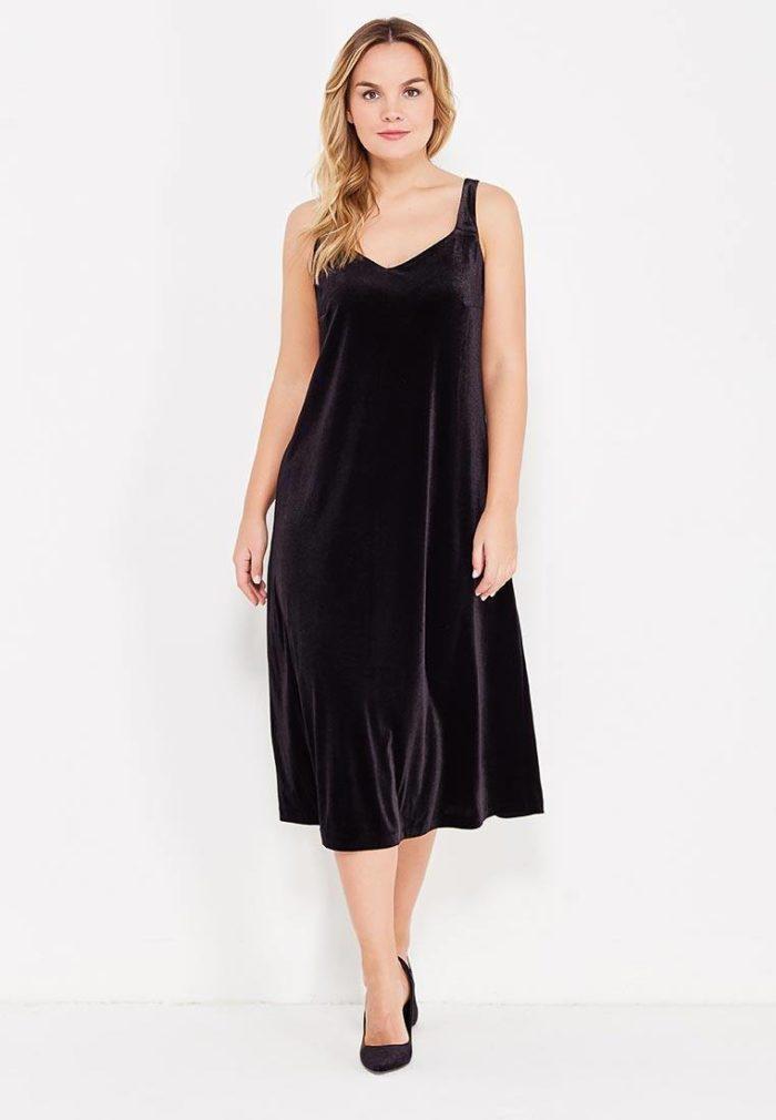 модные платья на каждый день: бархатное на бретелях для полных