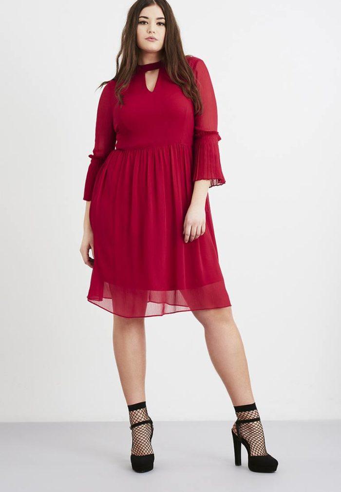 модные платья на каждый день: красное шифоновое для полных