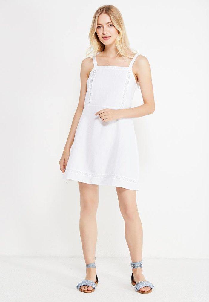 модные платья: белое короткое на бретелях