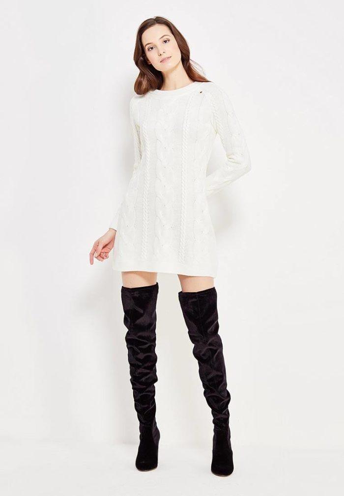 модные платья: вязаное белое мини