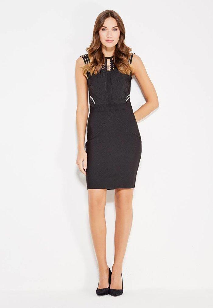 модные платья 2019-2020: черное платье футляр