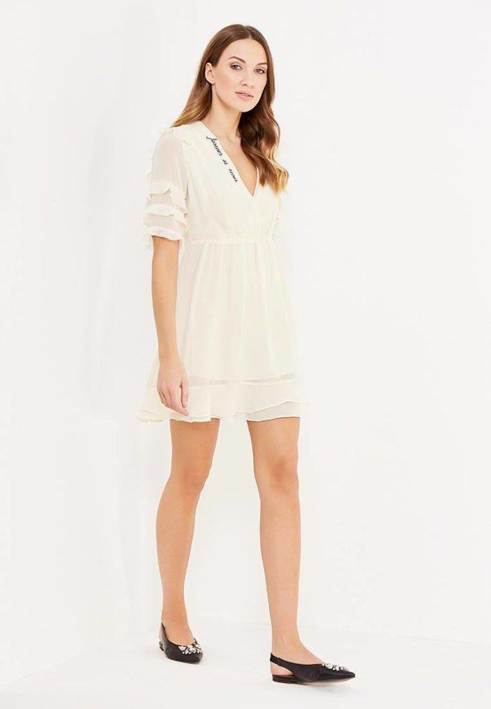 модные платья 2019-2020: белое с оборками