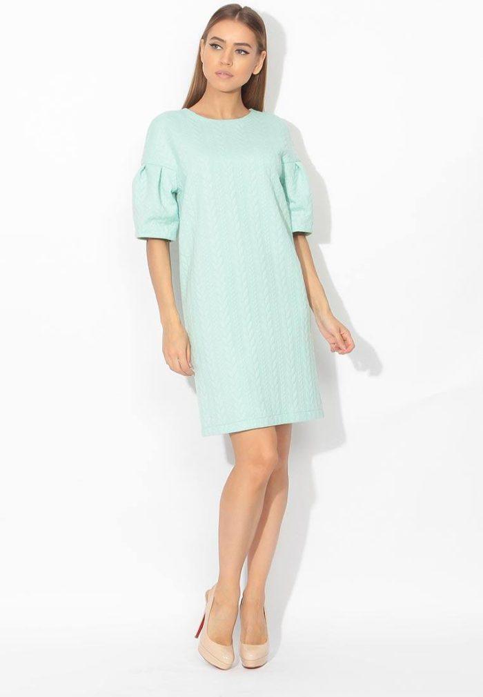модные платья 2019-2020: голубое с короткими рукавами