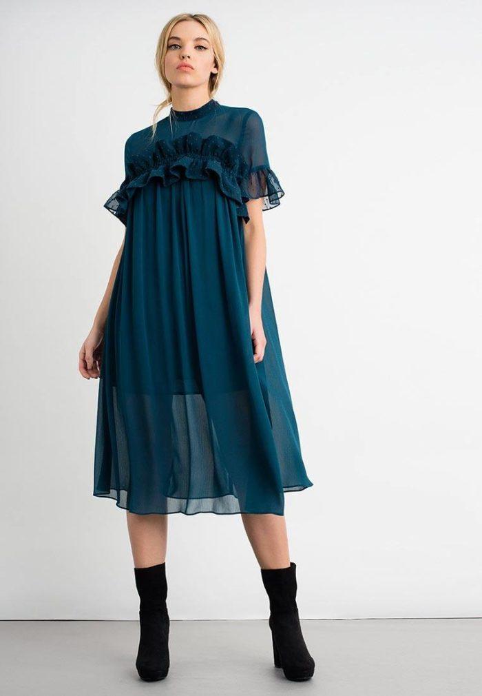 модные платья на каждый день 2019-2020: шифоновое с оборками