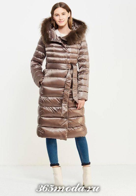 модный коричневый пуховик миди с капюшоном осень-зима