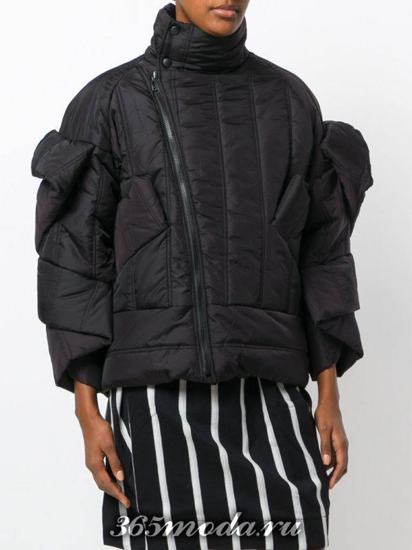 модный короткий черный пуховик с оборками осень-зима