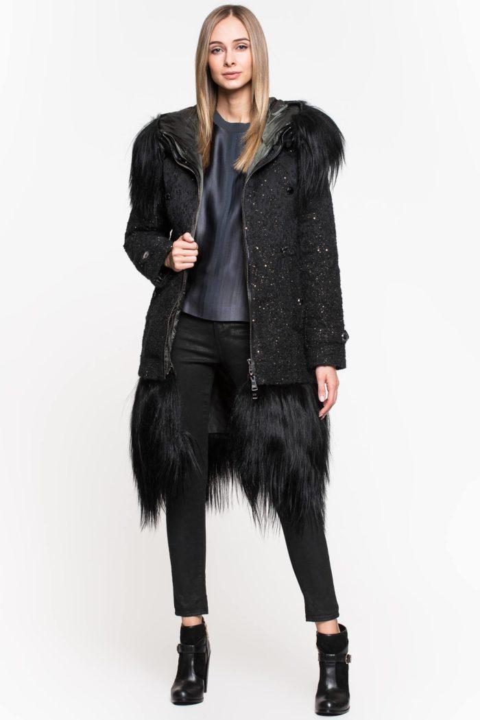 Модные пуховики осень-зима 2019-2020: черный с мехом