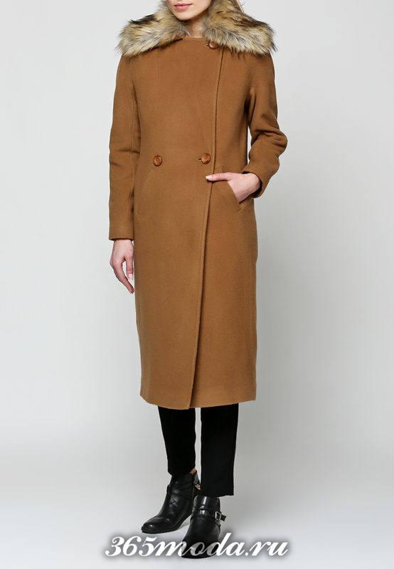 коричневое макси пальто с меховым воротником осень-зима