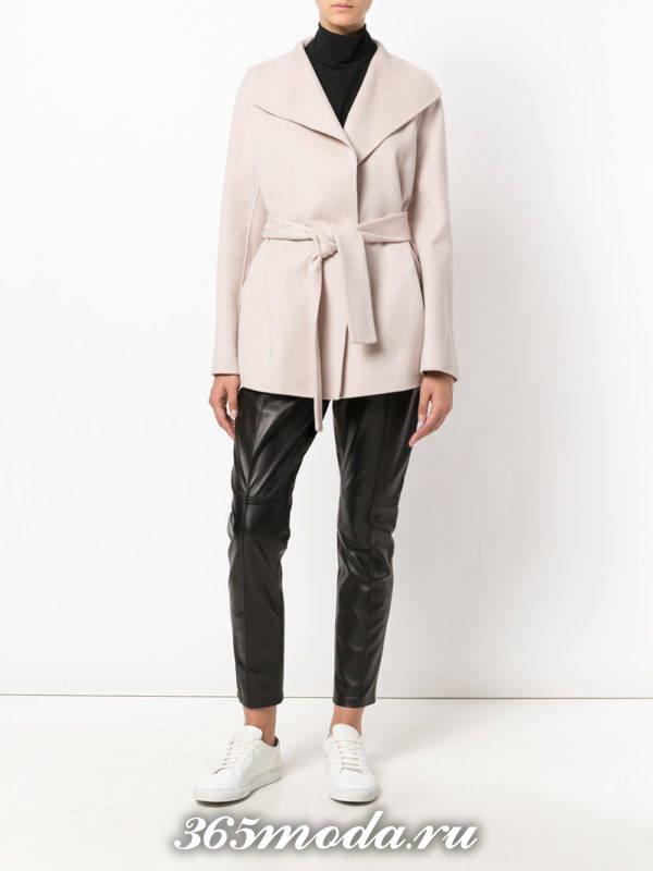 укороченное светлое пальто с поясом осень-зима