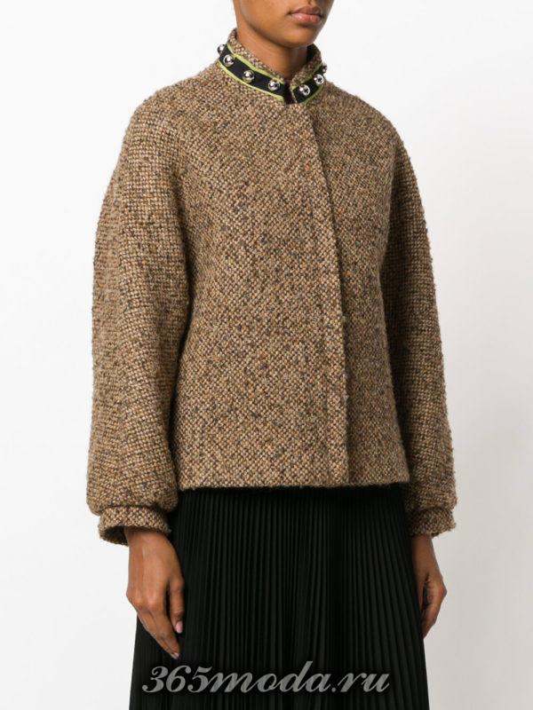 укороченное коричневое пальто без воротника осень-зима