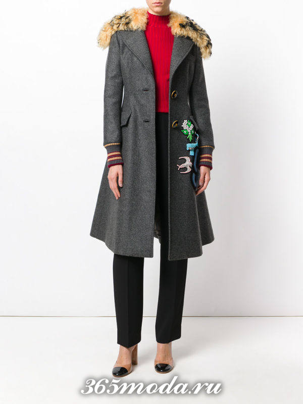 серое пальто миди с вышивкой осень-зима