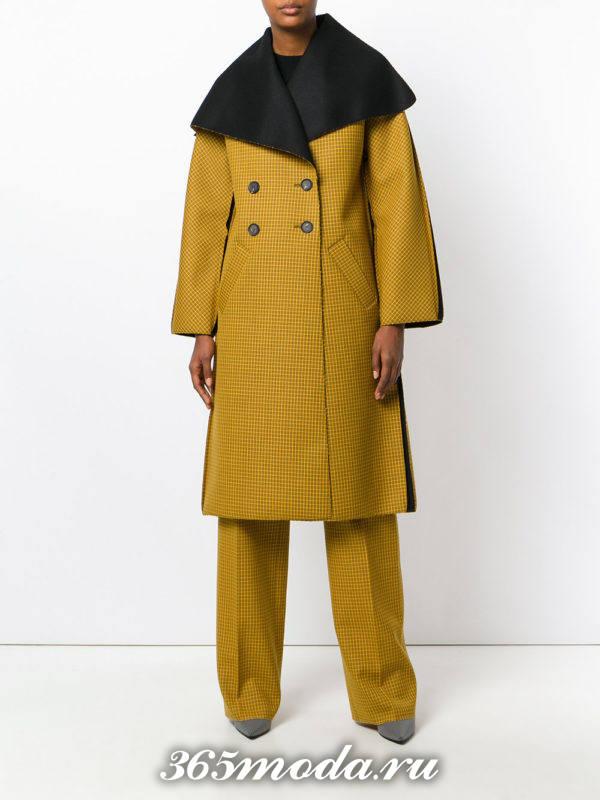 горчичное двубортное пальто осень-зима