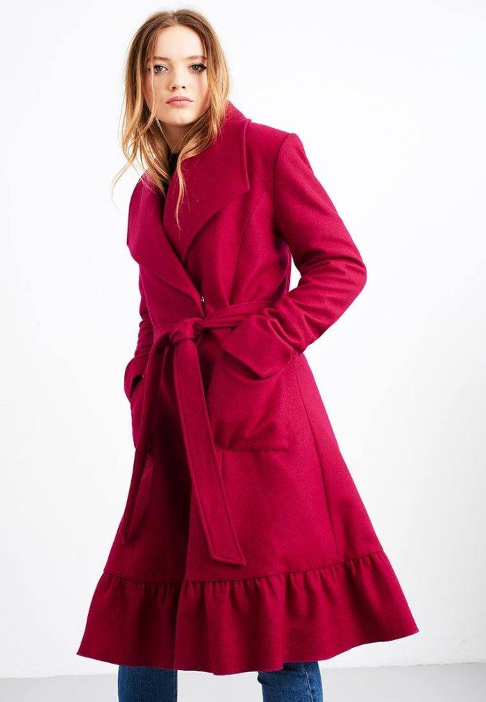 модные пальто осень зима: розовое клеш с поясом