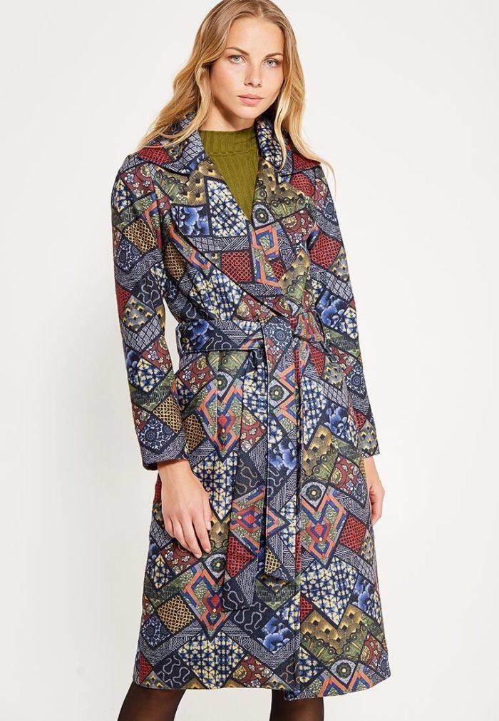 модные пальто осень зима 2019-2020: с принтом и поясом