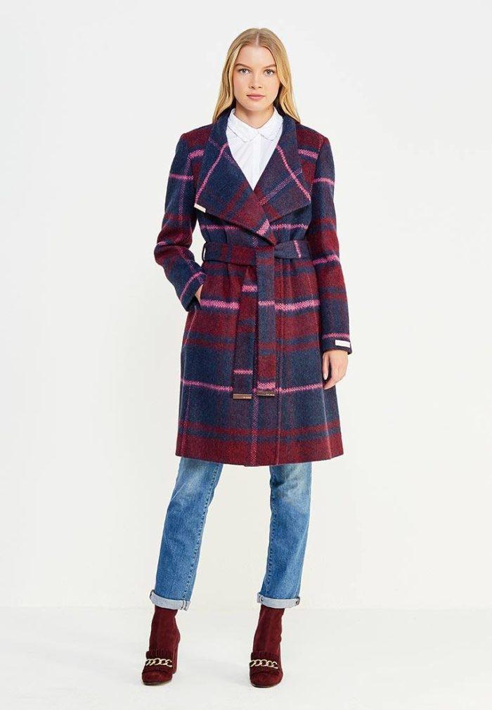 модные пальто осень зима 2019-2020: двубортное в клетку с поясом