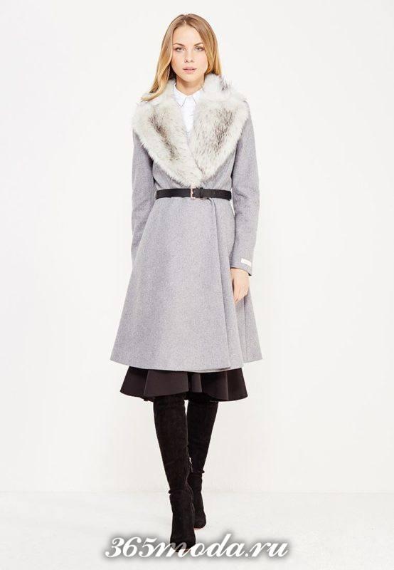 серое пальто клеш с меховым воротником осень-зима