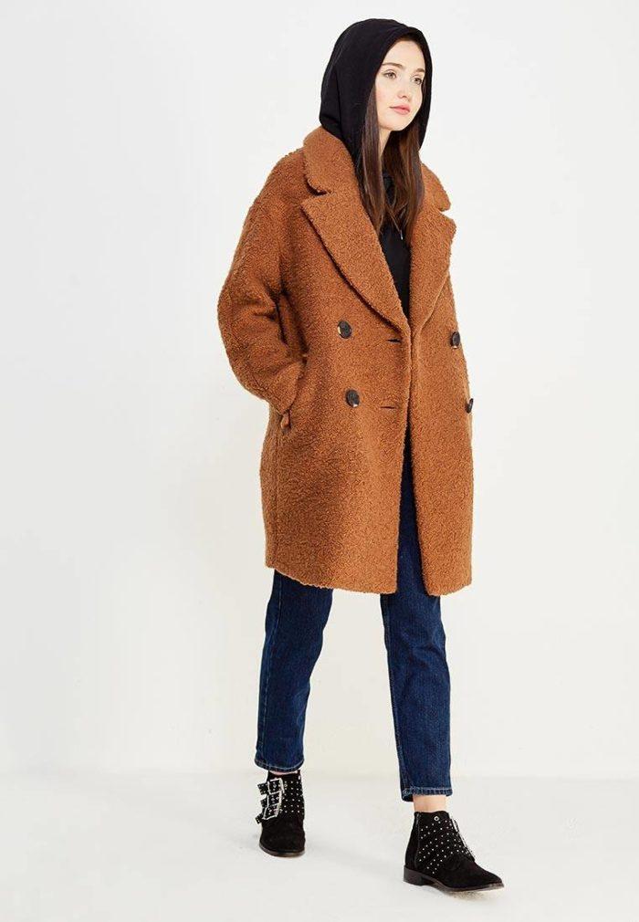 модные пальто осень зима: коричневое двубортное оверсайз