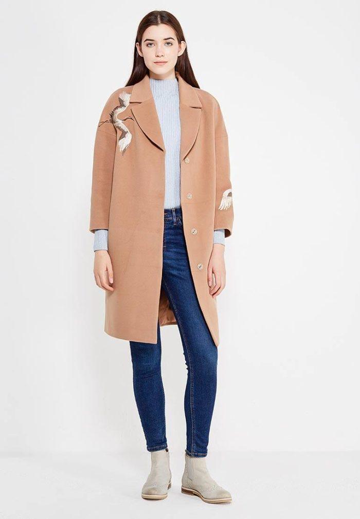 модные пальто осень зима 2019-2020: бежевое с изображением