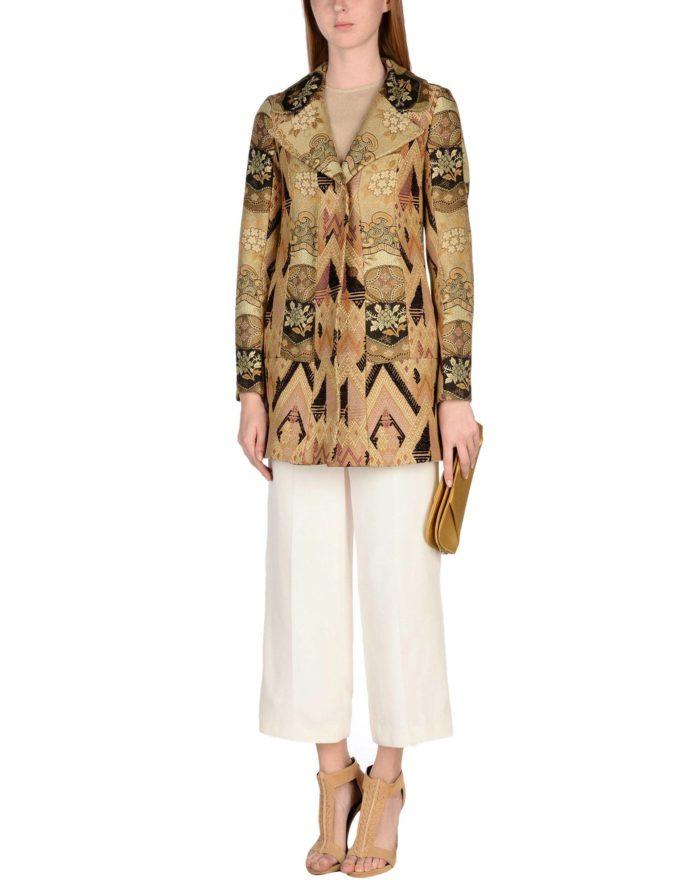 Модные сеты 2019-2020: с коротким пальто с принтом