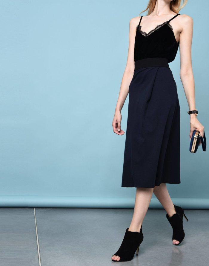 Модные сеты: с синей миди юбкой