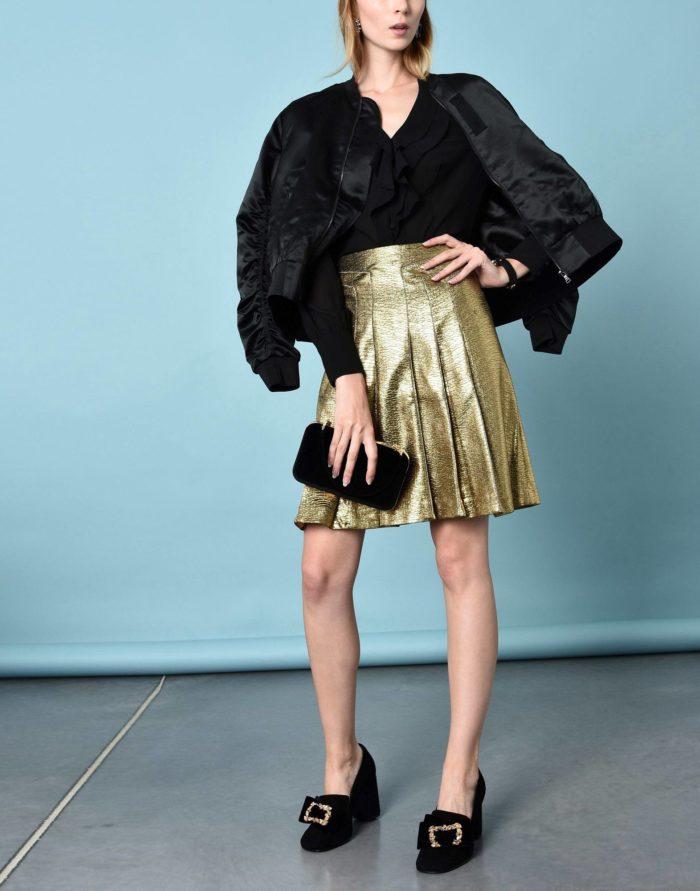 Модные сеты: с золотой юбкой клеш