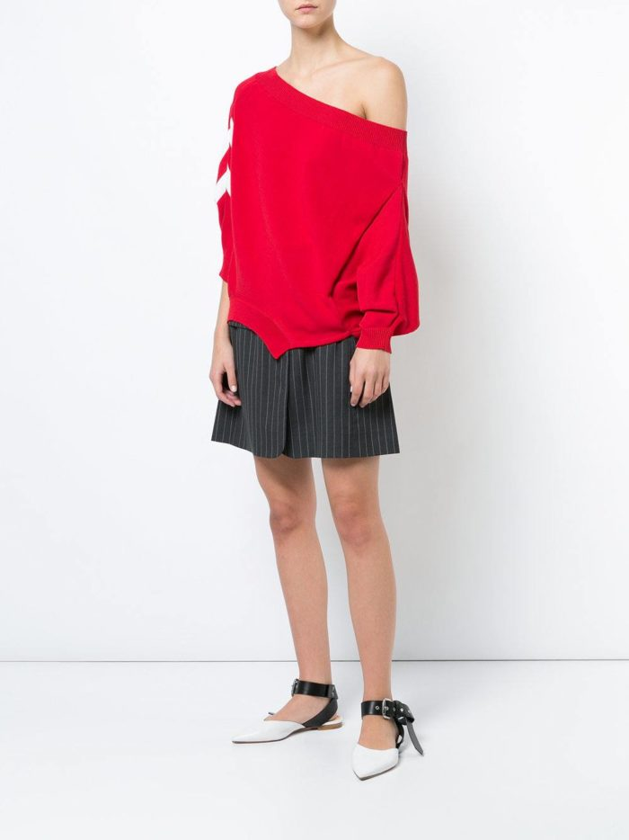 Модные сеты 2019-2020: с красным асимметричным свитером