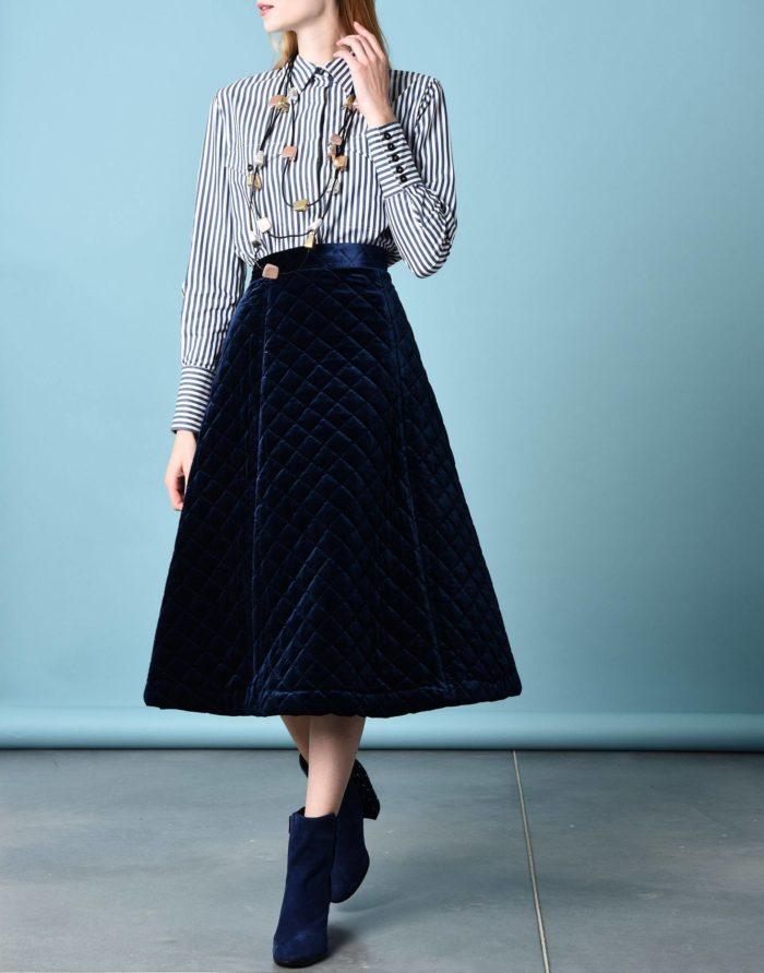 Модные сеты: с бархатной юбкой клеш с поясом
