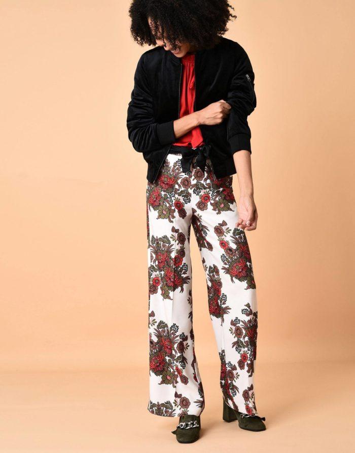 Модные сеты: с брюками клеш с принтом