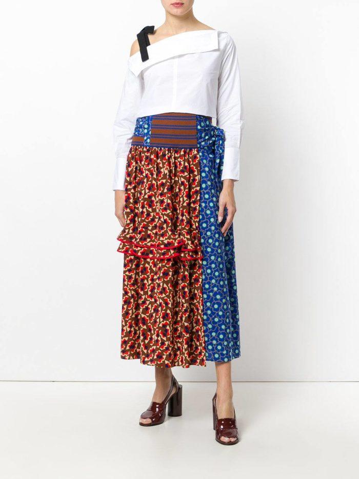 Модные сеты 2019-2020: с длинной комбинированной юбкой с принтом