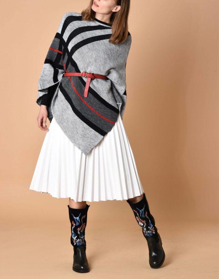 Модный сет: с полосатым асимметричным пончо