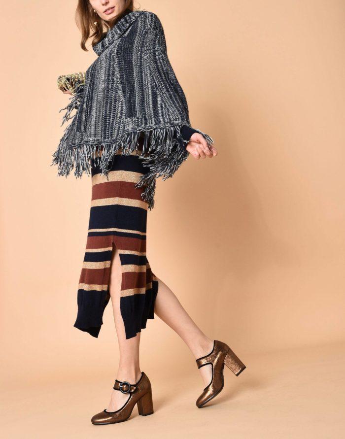 Модный сет: с серым пончо с бахромой