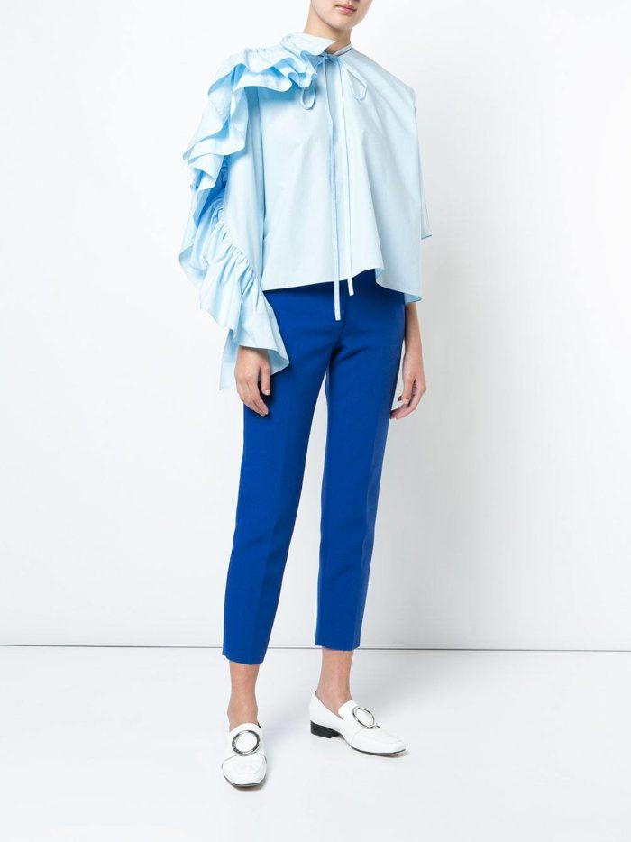 Модные сеты 2019-2020: с блузкой с оборками на рукаве