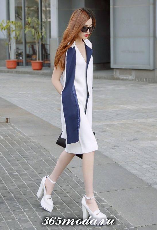 белые босоножки на тракторной подошве с платьем футляр