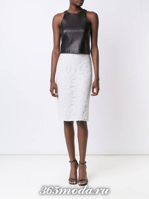 гипюровая белая юбка карандаш с кожаным топом с чем носить
