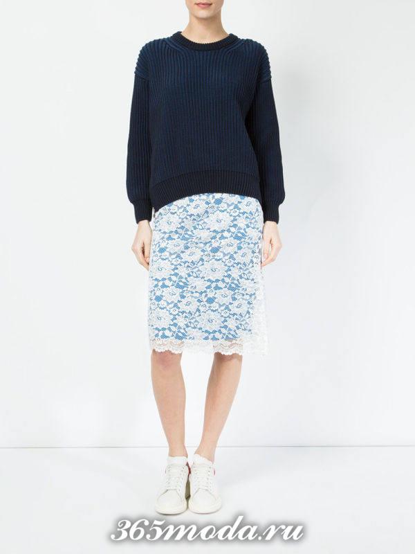 цветная гипюровая юбка карандаш с синим свитером с чем носить