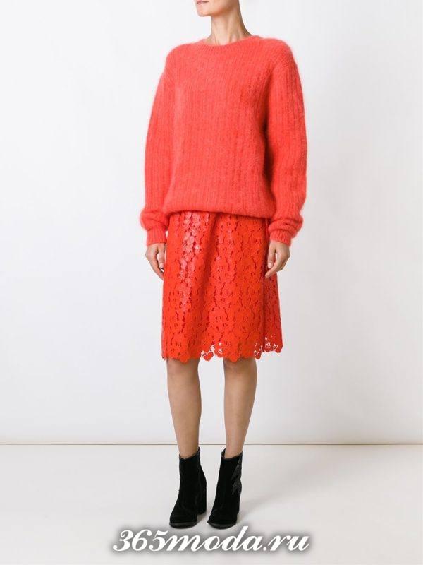 гипюровая красная юбка полусолнце с красным свитером оверсайз с чем носить