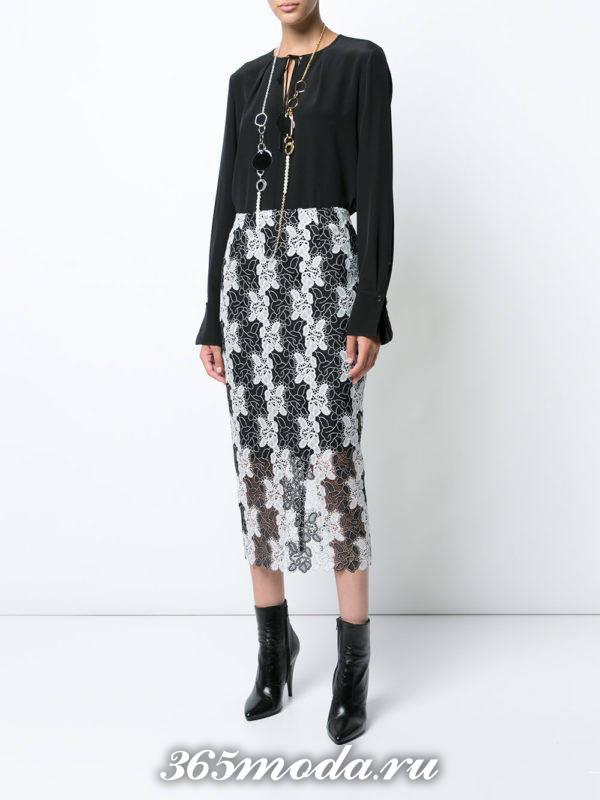 длинная гипюровая юбка футляр с черной блузой с чем носить