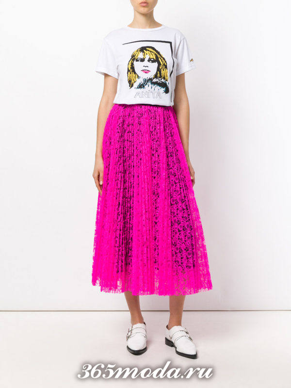 гипюровая юбка клеш плиссе с футболкой с изображением с чем носить