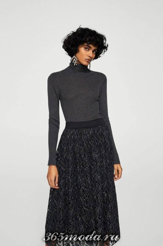 темная гипюровая юбка клеш с серым гольфом с чем носить