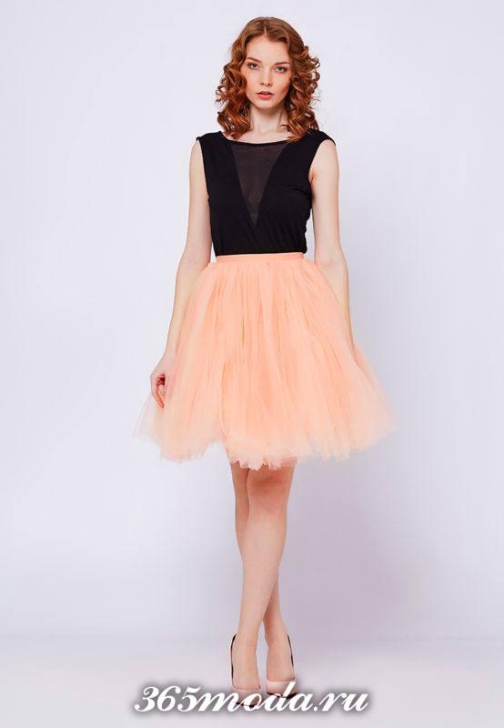 с чем носить персиковую юбку пачку с темным топом
